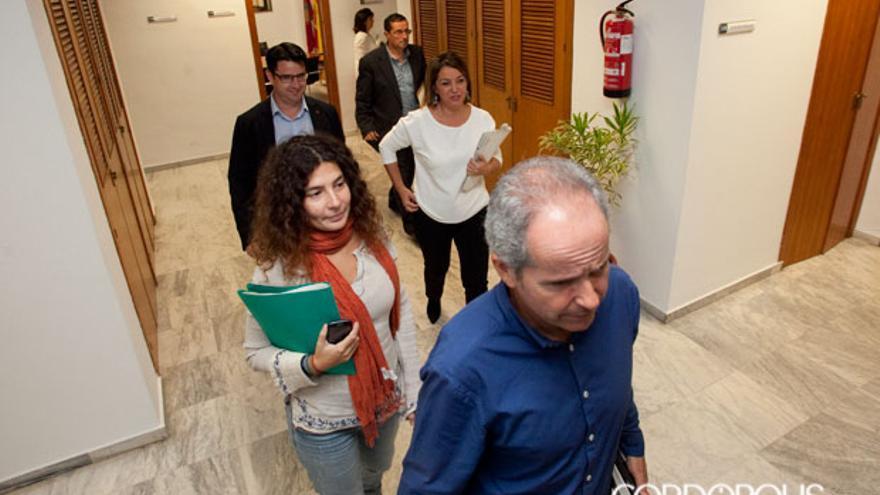Concejales de Ganemos, junto a la alcaldesa | MADERO CUBERO