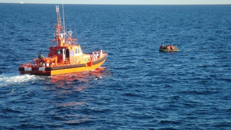 Salvamento rescata a un total de 147 personas de cuatro pateras trasladadas a los puertos de Almería y Motril