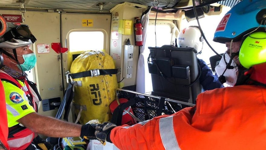 Muere el hombre que se desplomó en la playa de Cuchía y fue evacuado a Valdecilla
