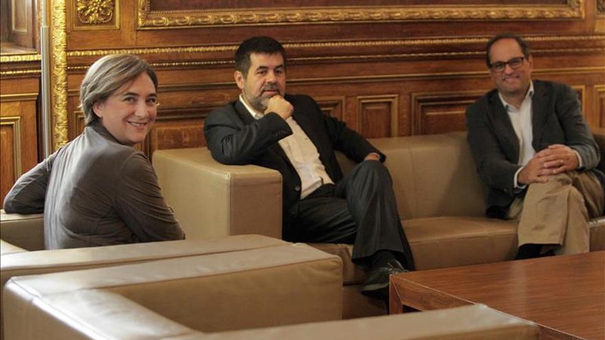 """Colau exige a Rajoy que abandone el """"inmovilismo"""" y permita un referéndum"""