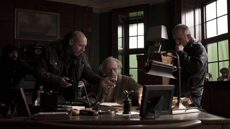 Jaume Balagueró dirige a Christopher Lloyd en el set de rodaje de la película 'Musa'