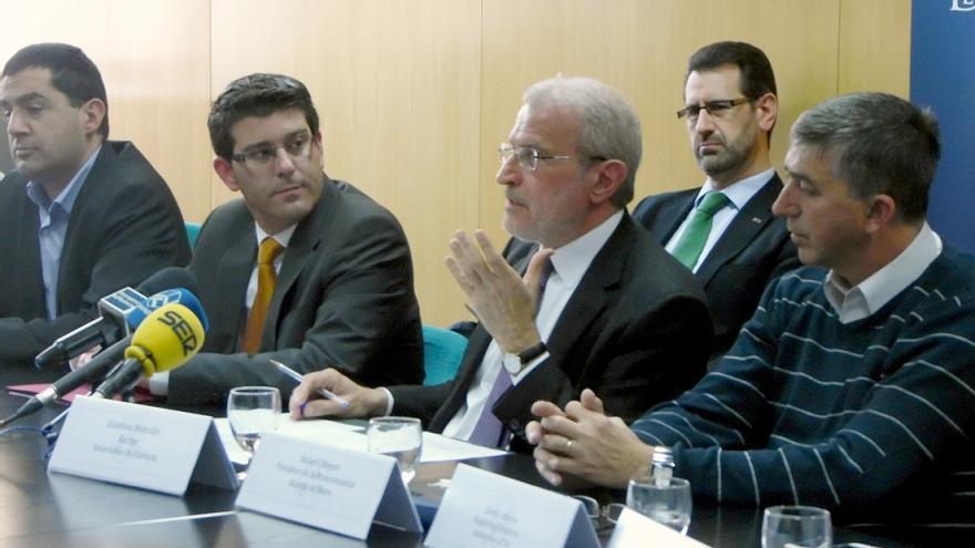 Jorge Rodríguez, alcalde de Ontinyent, y Esteban Morcillo, rector de la UV