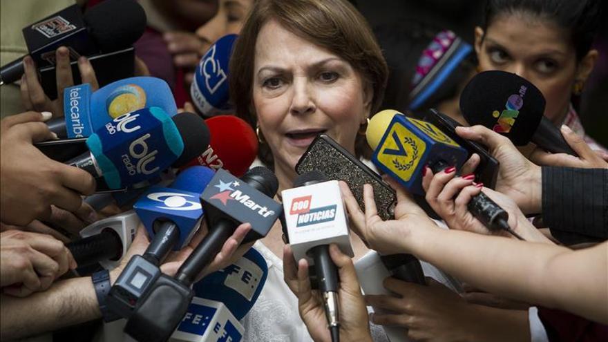 """La esposa de Ledezma afirma que los """"ojos del mundo"""" están puestos en los observadores"""