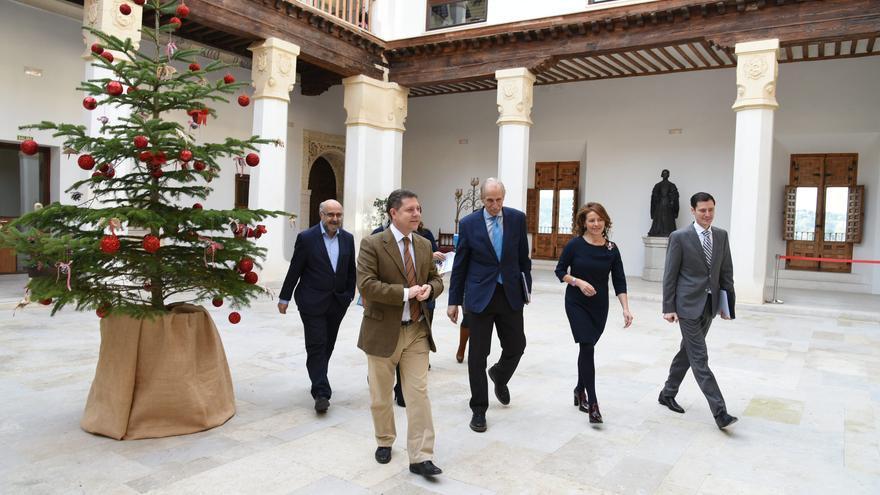 García-Page en Fuensalida con responsables de UNICEF