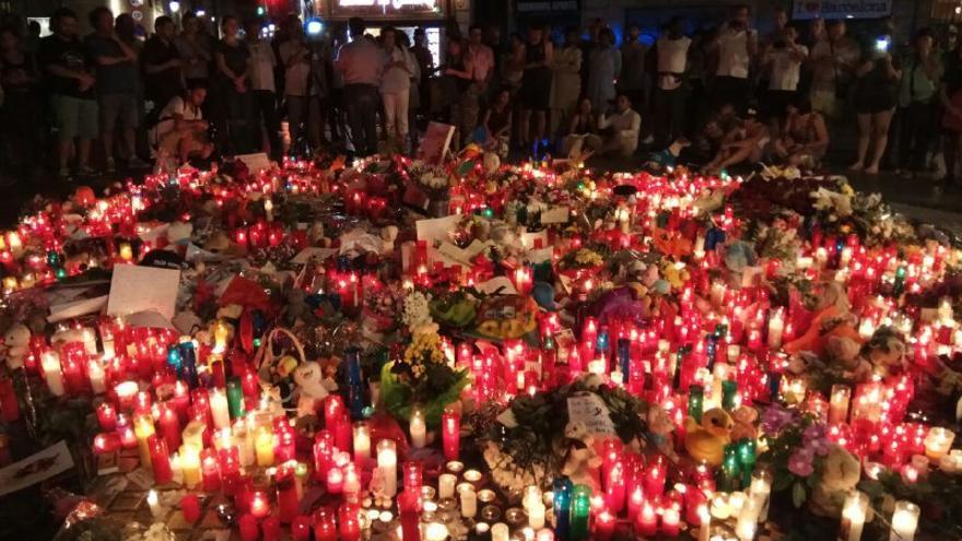 Miles de personas han querido acercarse a mostrar su solidaridad con las víctimas