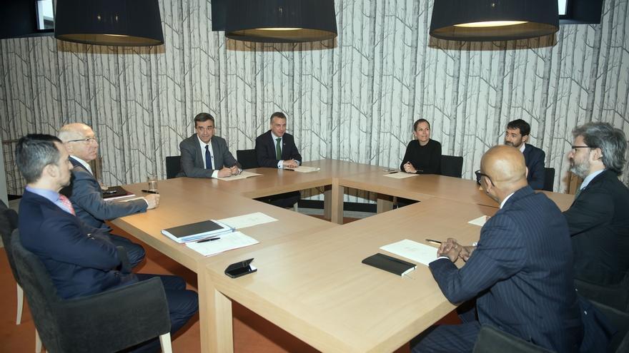 Barkos se reúne con Urkullu, Etchegaray y la Comisión Internacional de Verificación para analizar el desarme de ETA