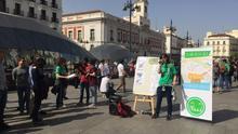 Clases de máster en la calle: los alumnos reivindican su papel frente al caso Cifuentes