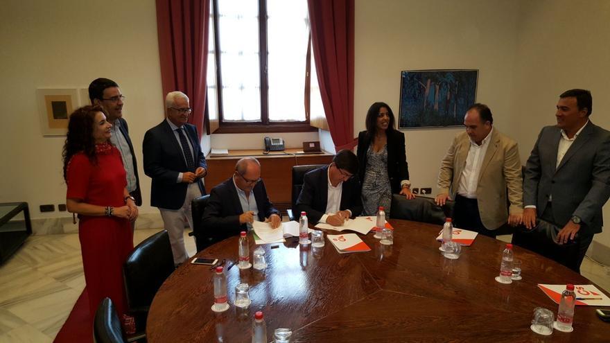 Firma del acuerdo para los presupuestos de la Junta de Andalucía de 2018.