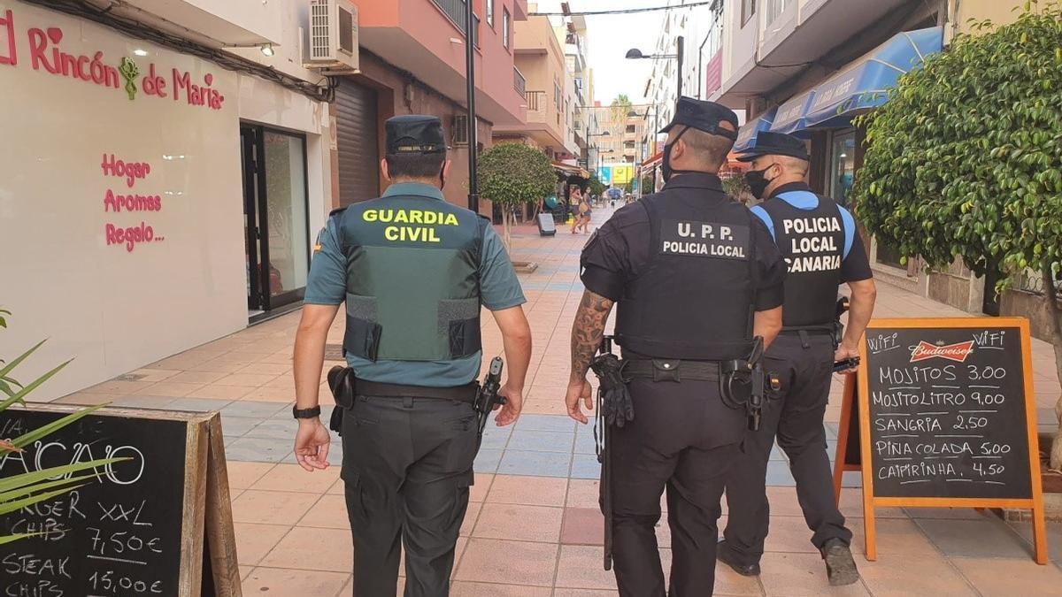 Efectivos de la Guardia Civil y Policía Local de Arona realizaron inspecciones sobre el cumplimiento de las medidas contra la pandemia