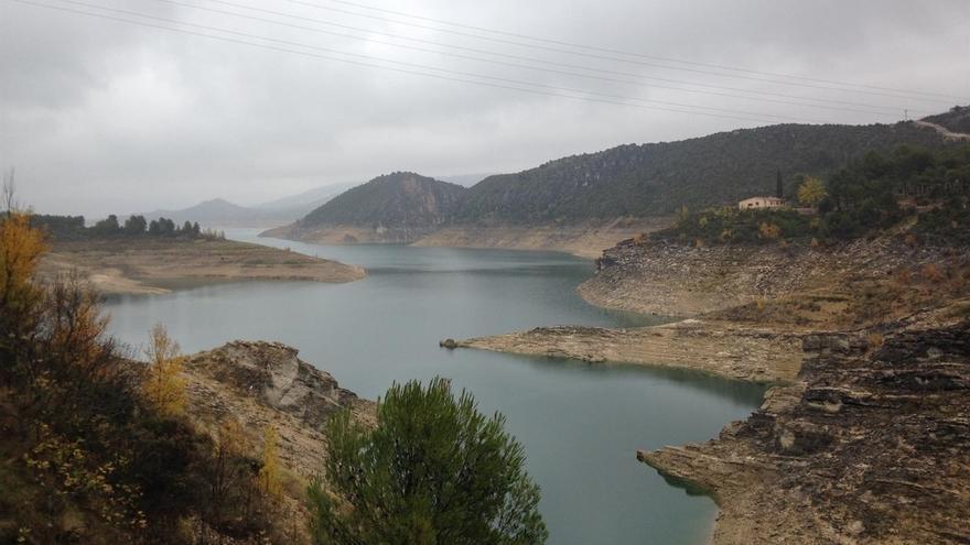 El embalse del Ebro está al 28% de su capacidad tras perder otros 6 hm3 y sus reservas están a la mitad que hace un año