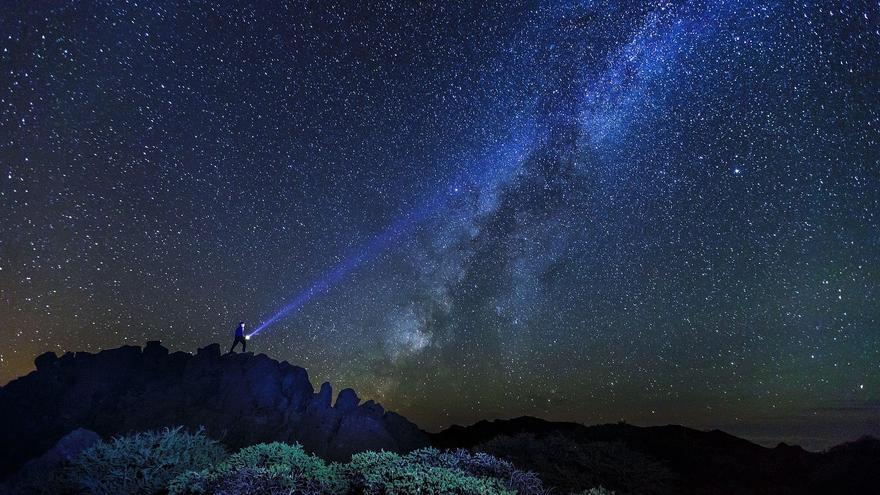Panorámica del cielo nocturno de La Palma. Foto: VanMarty / Consejería de Turismo del Cabildo de La Palma.