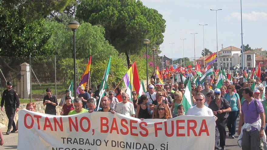 Alrededor de un millar de personas participan en la XXIX Marcha a Rota para exigir que se desmantelen las bases