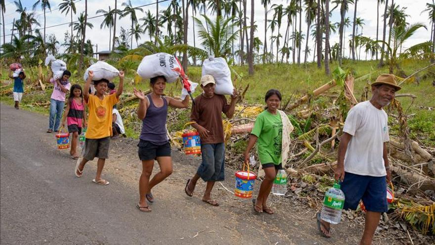 Las ONG urgen a Rajoy a destinar fondos para responder a la emergencia filipina