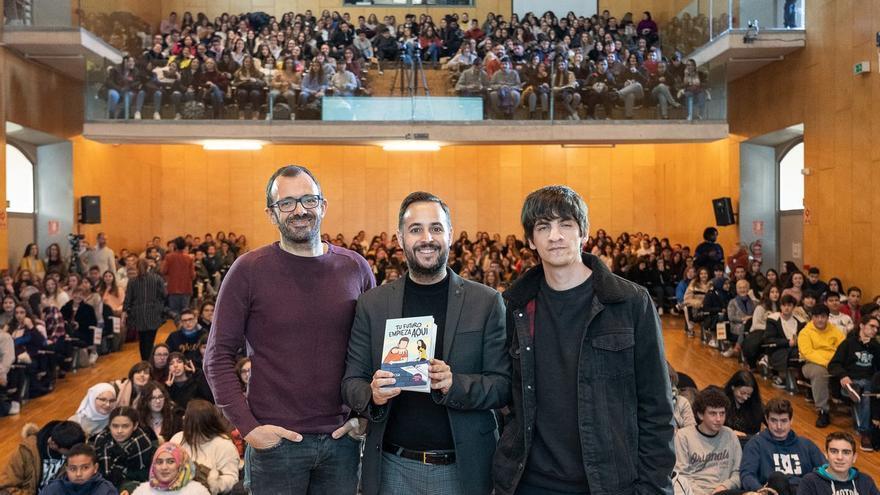Isaac Rosa y Mikko abren los encuentros con finalistas del Premio Mandarache con el cómic 'Tu futuro empieza aquí'