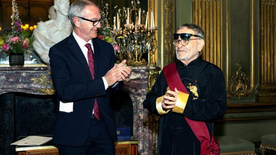Fernando Arrabal recibe la Gran Cruz de la Orden Civil de Alfonso X en París