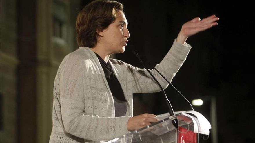 Ada Colau propone una renta complementaria que garantice 600 euros al mes