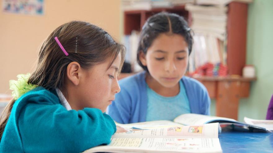 La lectura es un aprendizaje que nos enriquece desde la infancia. Foto: Pablo Ortuño Pascual/Ayuda en Acción