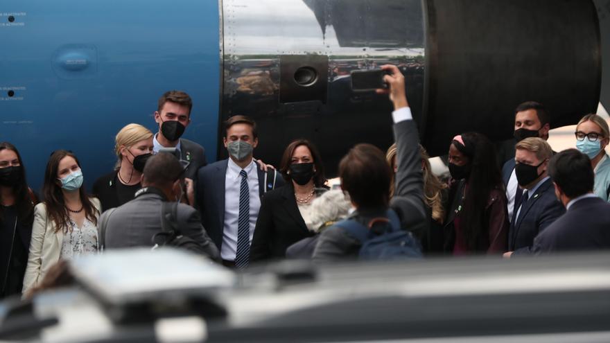Vicepresidenta Kamala Harris regresa a EEUU tras gira por México y Guatemala
