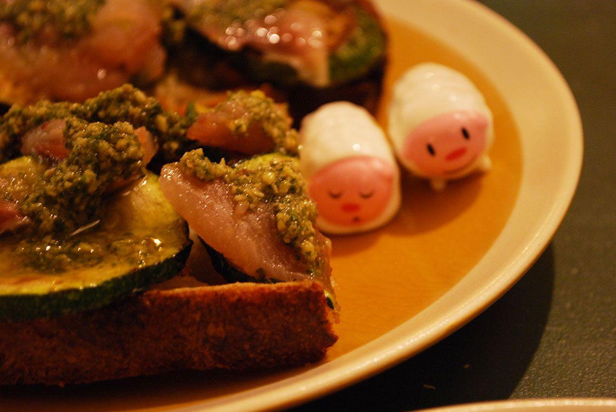Sardinas ahumadas_calabacines asados y pesto de limón_Malasaña a mordiscos_La Carbonera