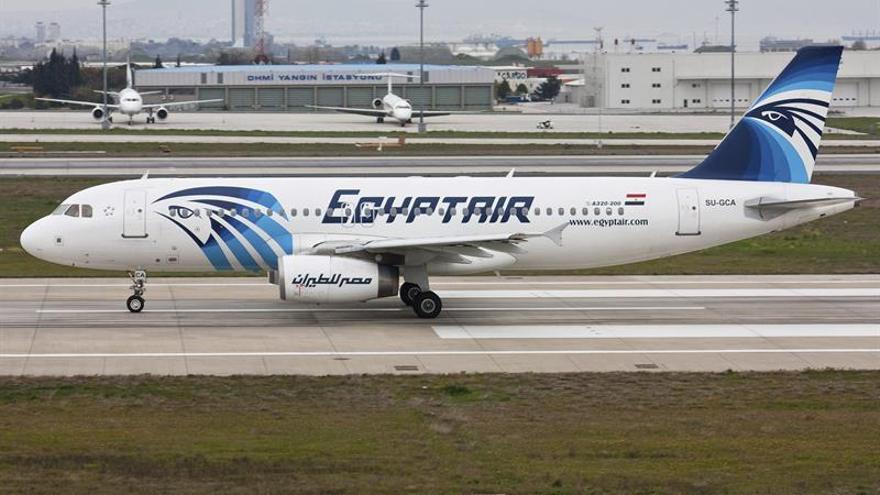 El ministro griego de Defensa cree que el avión se estrelló y se buscan los restos en Karpatos
