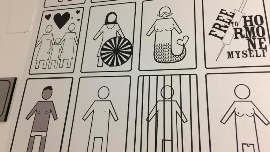Obra 'Gender poo' de Coco Riot en 'Inesperadxs: no, no me he equivocado de baño'.