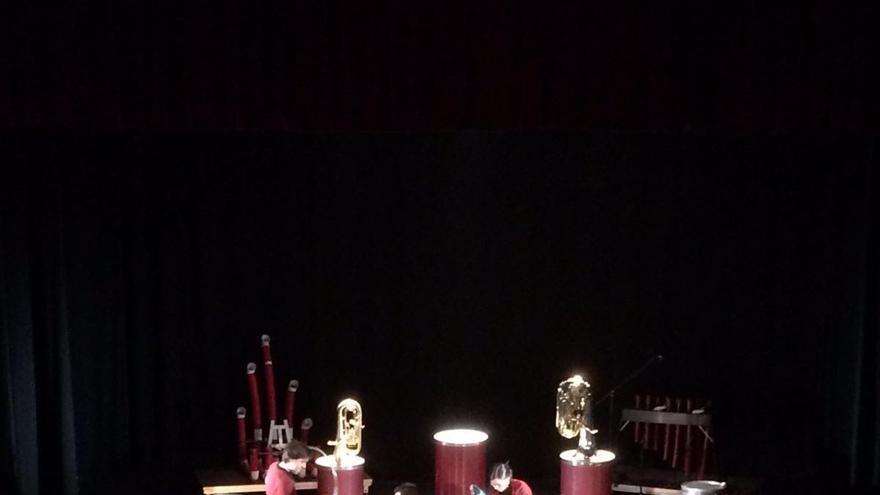 Un momento del espectáculo 'Tubos y Tubas'.