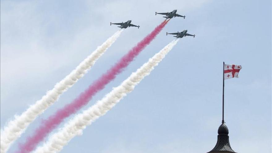 Georgia celebra el día de su independencia sin desfile militar pero con exhibición de armas
