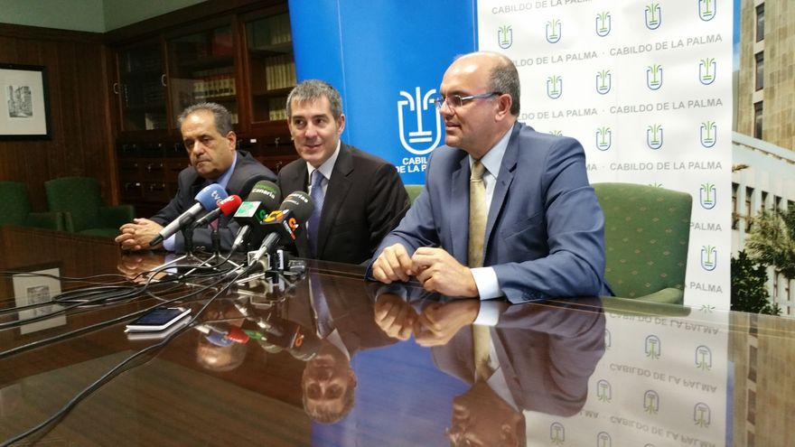 Pestana (d), Clavijo y Perestelo en la rueda de prensa de este viernes. Foto: LUZ RODRÍGUEZ