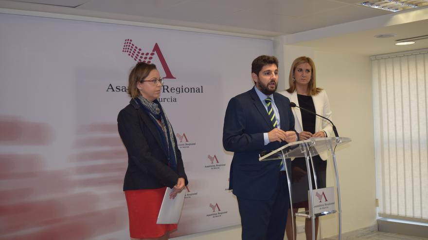 Los diputados populares Inmaculada González, Fernando López Miras y Patricia Fernández