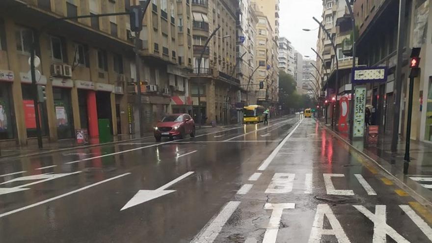 La calle Gran vía de Murcia, prácticamente vacía por el estado de alarma