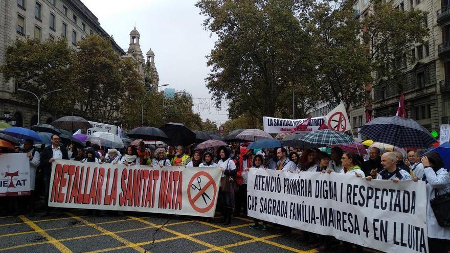 La concentración de sanitarios ante las puertas del Institut Català de la Salut