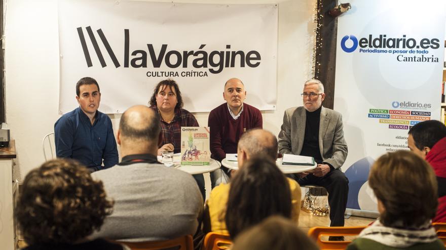 Ramón Ruiz, Jesús Aguayo y Leticia Cardenal actuaron como ponentes en el coloquio, que fue moderado por Laro García.