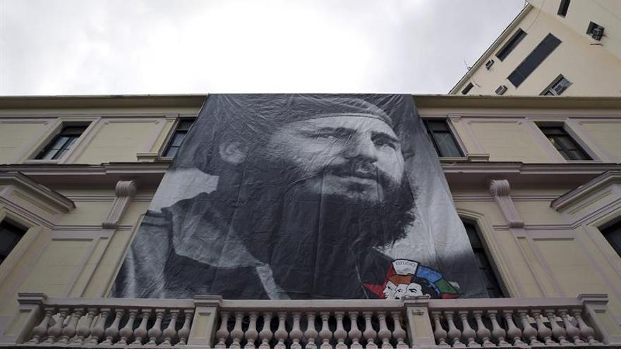 Los cubanos viven con pesar y admiración la muerte de Fidel Castro