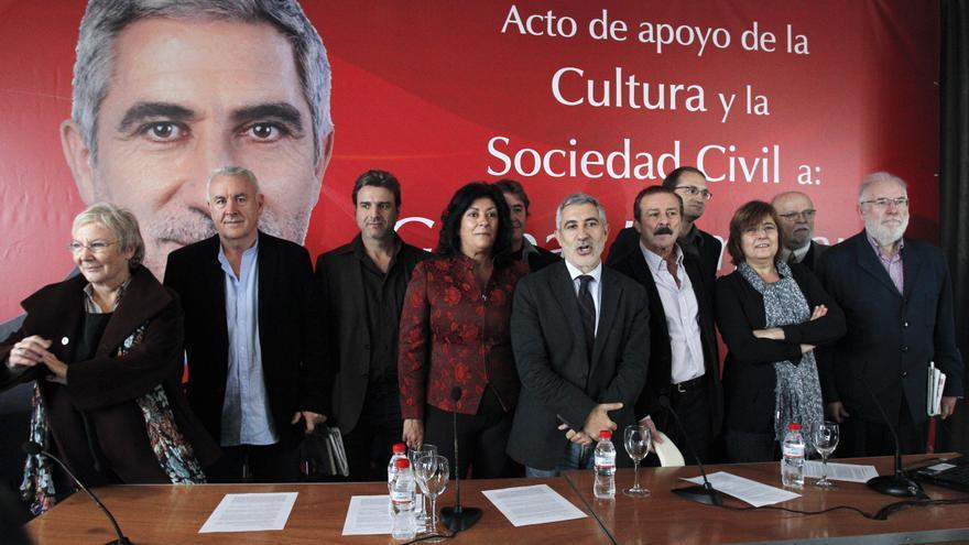 Campaña de apoyo a Gaspar Llamazares en 2011. Detrás, Luis García Montero y Joan Herrera.