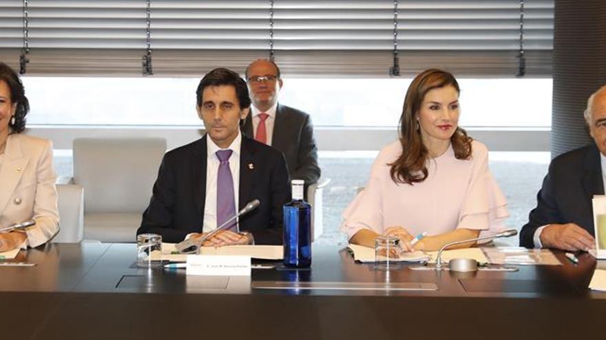 La Reina preside la reunión de la FAD que trata la visión de los jóvenes sobre su futuro