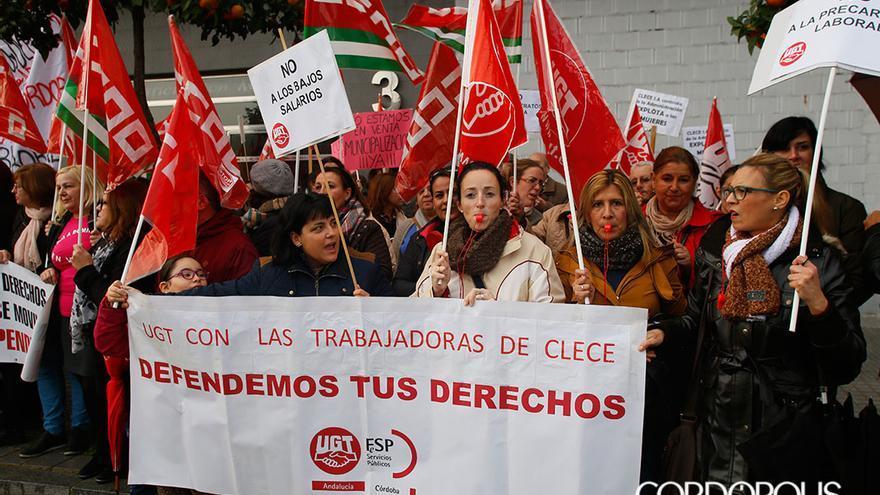 Protesta de las trabajadoras de CLECE de ayuda a domicilio   MADERO CUBERO