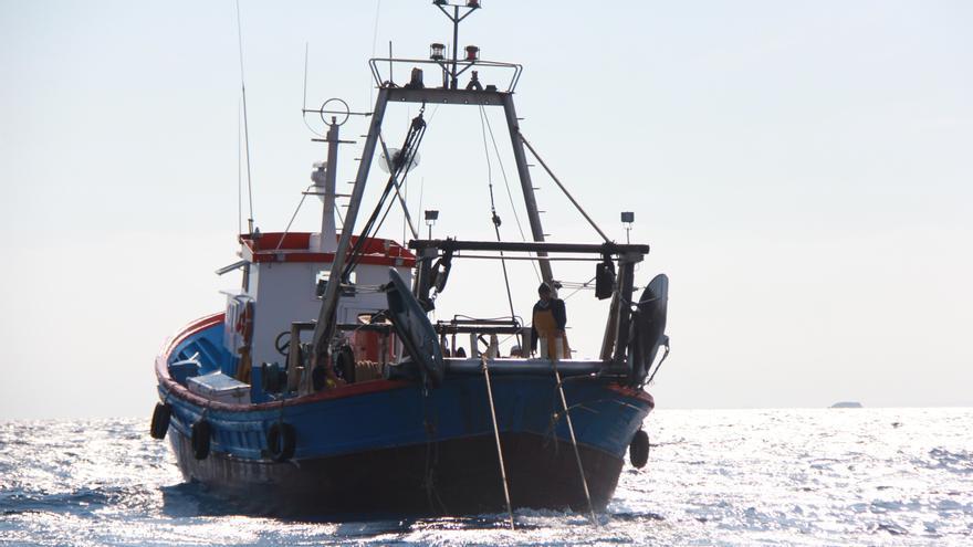 Uno de los barcos pesqueros que participan en el proyecto