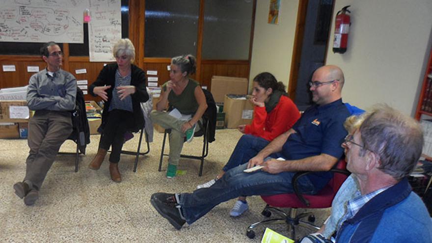 Un grupo de personas se reúne desde principios de octubre para poner en marcha un proyecto destinado a desarrollar las renovables en Lanzarote. (Diario de Lanzarote).
