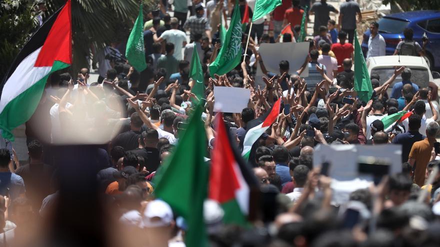 La muerte del disidente Nizar Banat acorrala el liderazgo de Mahmud Abás