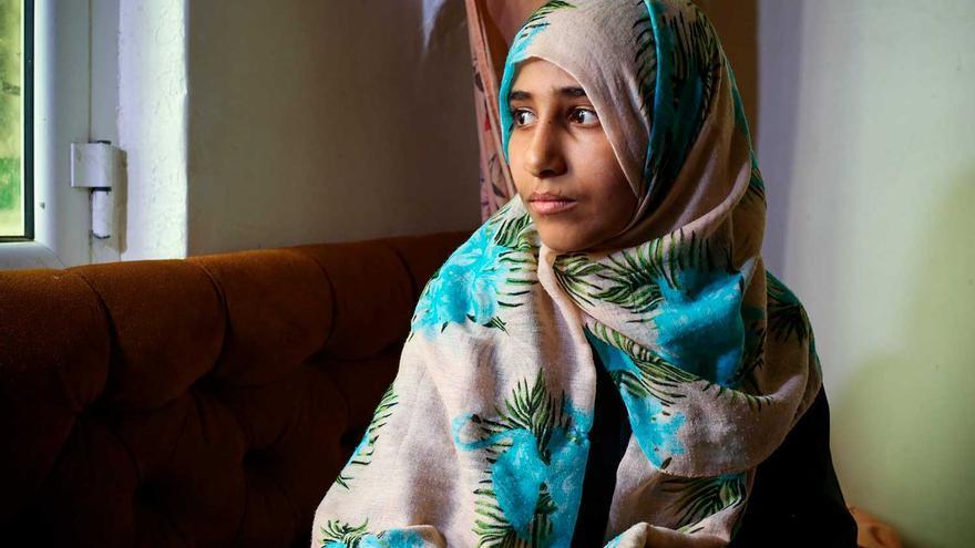 Fátima, de 12 años, perdió a sus padres y hermanos en un bombardeo en Yemen