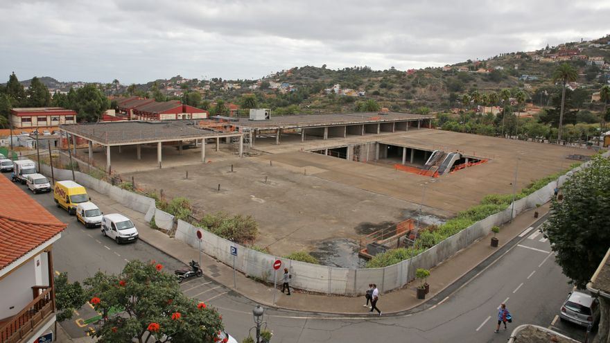Obras paradas del centro comercial de Santa Brígida.