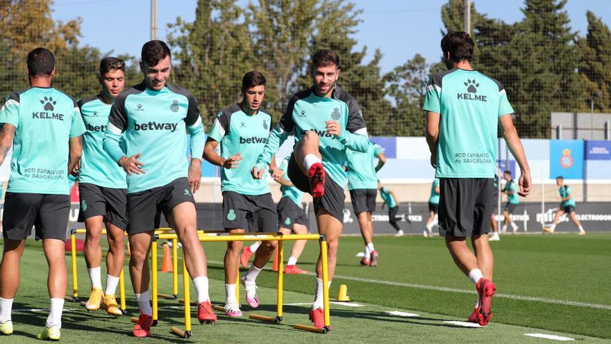 El Espanyol detecta tres posibles positivos y no viaja de momento a Tenerife