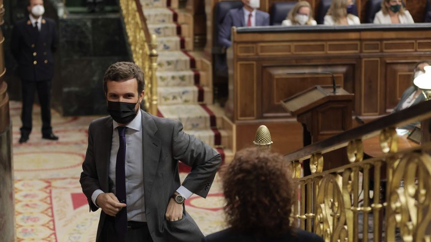 El líder del PP, Pablo Casado, en una sesión de control al Gobierno en el Congreso de los Diputados, a 29 de septiembre de 2021, en Madrid, (España). Durante el pleno, el Ejecutivo central debe hacer frente a las preguntas de la oposición, entre las que d