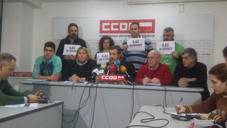 Miembros de la Plataforma en Defensa de la Educación Pública han presentado en rueda de prensa el resultado de la encuesta.