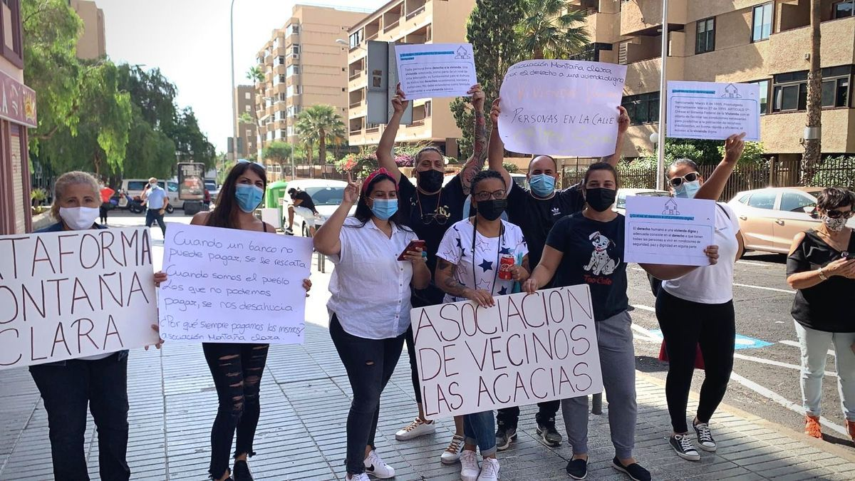Protesta ante la sede del Instituto Canario de la Vivienda del Gobierno de Canarias