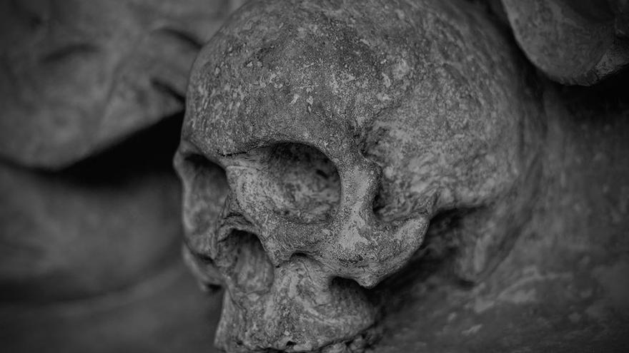 Calavera tallada en piedra. (DP)
