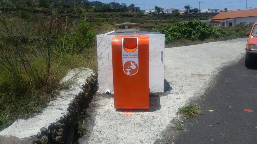 En la imagen, un contenedor para depositar aceite usado.