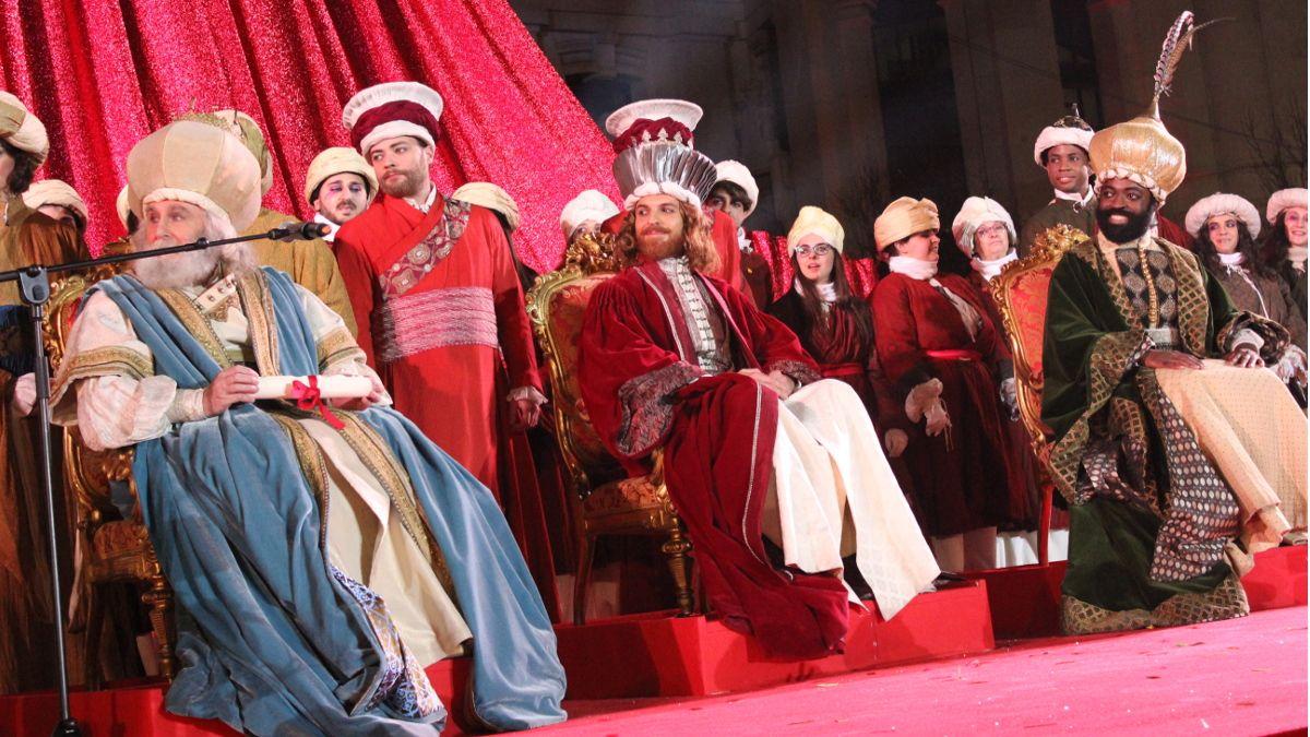 Melchor, Gaspar y Baltasar recibidos por Carmena   SOMOS CHUECA