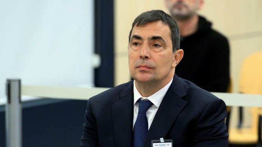 El exdirector de los Mossos d'Esquadra Pere Soler, sentado en el banquillo al comienzo del juicio.
