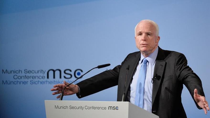 """McCain pide a China que contenga al """"aberrante niño gordo"""" Kim Jong-Un"""